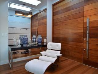 Hall de entrada: Corredores e halls de entrada  por ARQ Ana Lore Burliga Miranda,Moderno  de madeira e plástico