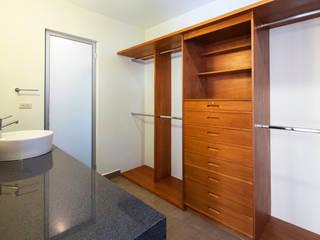 Modern dressing room by NODO Arquitectura Modern