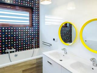 COCO Pracownia projektowania wnętrz Baños de estilo moderno