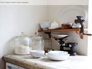 A 17th Century Historic Home in the English Countryside Cozinhas campestres por Heart Home magazine Campestre