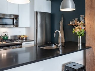 A Rented NY Apartment with a Sense of History: industrial Kitchen by Heart Home magazine