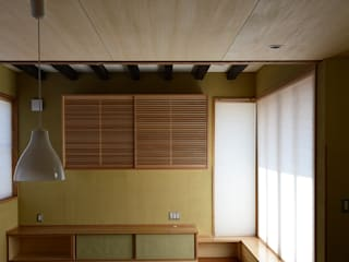 風と光の抜ける家   (La casa que atraviesan el viento y la luz): アグラ設計室一級建築士事務所 agra design roomが手掛けた現代のです。,モダン