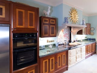 Brazilian Mahogany and Satinwood Kitchen in The Close, Salisbury by Tim Wood by Tim Wood Limited Класичний