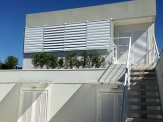 Residência Guatás: Casas  por Vitor Dias Arquitetura,