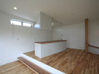 三浦喜世建築設計事務所 Modern Kitchen Solid Wood