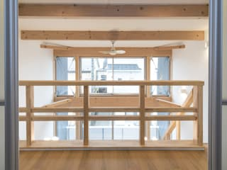 岡本建築設計室 Modern Corridor, Hallway and Staircase