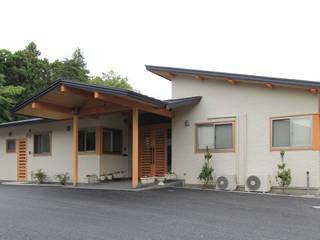 リハビリデイ木の葉 モダンな 家 の 岡本建築設計室 モダン