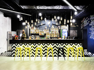 Industrial style bars & clubs by Q2Design Industrial