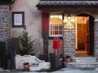 Casas de estilo mediterráneo de 株式会社アートカフェ Mediterráneo