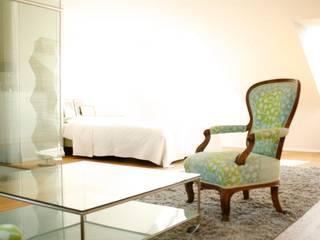 alte Möbel wurden mit Marimekko Stoffen neu bezogen:   von INARCH Sabine Schimanofsky