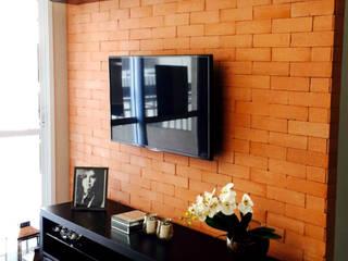 Suelen Kuss Arquitetura e Interiores Livings de estilo rústico Ladrillos