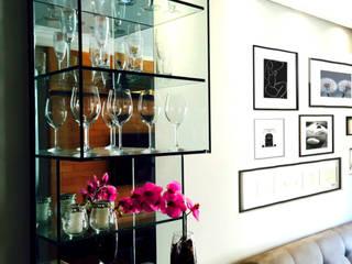 Suelen Kuss Arquitetura e Interiores Livings de estilo moderno Vidrio Beige