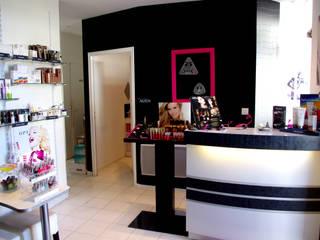 Comptoir d'accueil: Salon de style  par Martinez Design