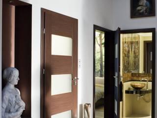 Pasillos, vestíbulos y escaleras modernos de ARTEMA PRACOWANIA ARCHITEKTURY WNĘTRZ Moderno