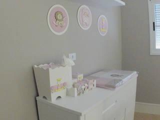 Nursery/kid's room by Suelen Kuss Arquitetura e Interiores, Classic