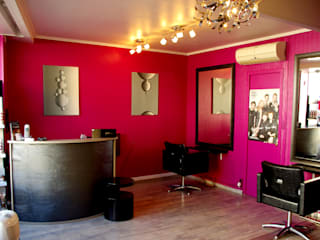 Agencement salon de coiffure: Locaux commerciaux & Magasins de style  par Martinez Design