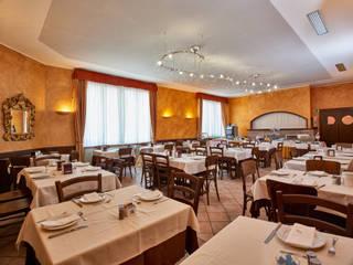 Breakfast Hotel: Sala da pranzo in stile in stile Moderno di Franco Monti Fotografo