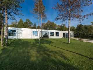 Hanglage: moderne Häuser von PLANET architects