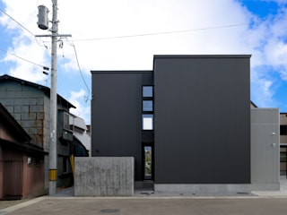 Casas de estilo ecléctico de フクシアンドフクシ建築事務所 Ecléctico