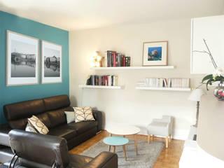 Espace détente, réception, tv & rangements: Salon de style  par Skéa Designer
