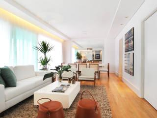Living room by Elaine Carvalho Arquitetura