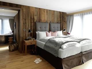 Parquets BAUWERK : Chambre de style  par BAUWERK PARQUET