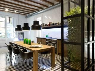 Apartment in Carrer General Alvarez de Castro Comedores de estilo ecléctico de Nobohome Ecléctico