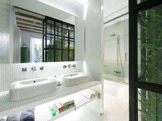 Apartment in Carrer General Alvarez de Castro Baños de estilo ecléctico de Nobohome Ecléctico
