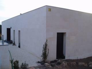 Vivienda unifamiliar aislada Sant Feliu de Guíxols Casas de estilo moderno de ALARONA TÈCNICS, S.C.P. Moderno