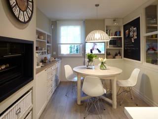 Rincón de office confortable Cocinas de estilo ecléctico de DEULONDER arquitectura domestica Ecléctico