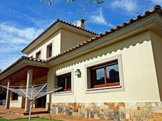 Classic style houses by Construccions Cristinenques, S.L. Classic