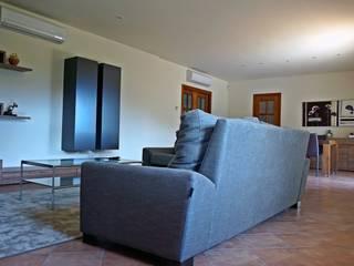Classic style living room by Construccions Cristinenques, S.L. Classic