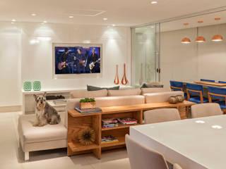 Modern Living Room by Carmen Calixto Arquitetura Modern MDF
