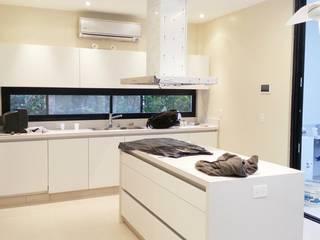 Casa C+L Indinaco srl Construcciones y servicios Cocinas modernas: Ideas, imágenes y decoración