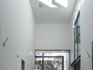 Ingreso Puertas y ventanas modernas de aaestudio Moderno