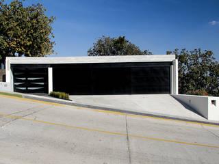 Cochera Garajes de estilo moderno de aaestudio Moderno
