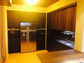 Tecnologia, eleganza e funzionalità racchiuse in una cucina Cucina minimalista di Zoom Interior Life Style Minimalista