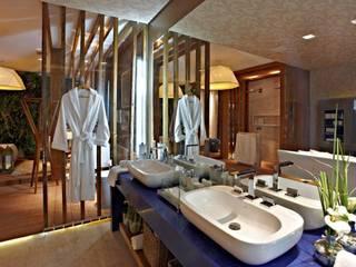 現代浴室設計點子、靈感&圖片 根據 Mariana Borges e Thaysa Godoy 現代風