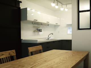Cucina moderna di 미루디자인 Moderno