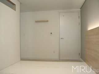 미루디자인 Dormitorios de estilo moderno
