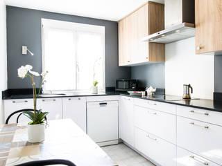 CUISINE TEISSA , MODELE MIRAGE BLANC NEIGE ET NATURA CHENE BORDOLINO CLAIR Cuisine moderne par MJ Home Moderne