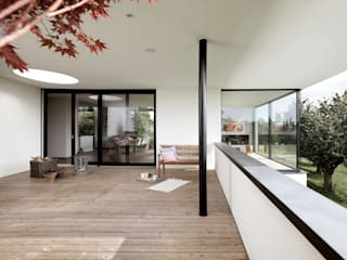 Balcones y terrazas modernos: Ideas, imágenes y decoración de meier architekten zürich Moderno Madera Acabado en madera
