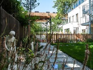 Jardines de estilo ecléctico de Kräftner Landschaftsarchitektur Ecléctico