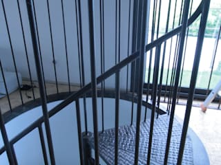 Escaliers Frédéric TABARY Couloir, entrée, escaliersEscaliers Métal Multicolore