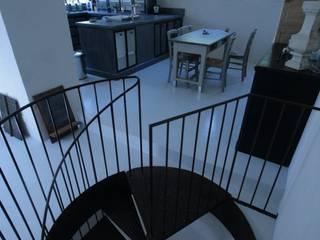 Escaliers Frédéric TABARY Couloir, entrée, escaliers industriels Métal Multicolore