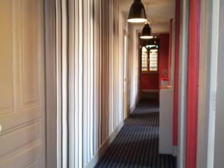 Couloir après: Cuisine de style de style Moderne par Aparté conseils
