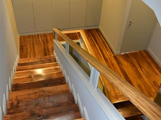 Germano de Castro Pinheiro, Lda Classic style corridor, hallway and stairs Wood Green