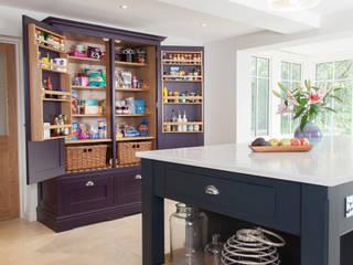 Surrey kitchen van Lewis Alderson Klassiek