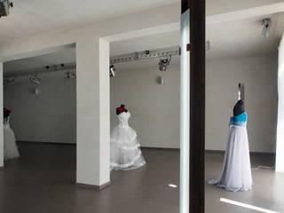 Atelier OV: Negozi & Locali commerciali in stile  di Laboratorio di Progettazione Claudio Criscione Design