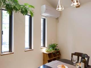 オリジナルキッチンと家具で光と風が遊ぶ憧れのリビングに: 株式会社スタイル工房が手掛けたです。
